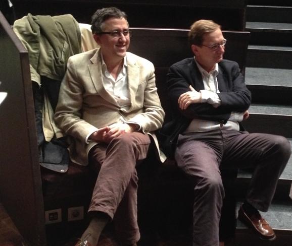 """Los escritores Ismael Grasa y José Luis Melero, ambos también actores en """"Vivir es fácil con los ojos cerrados"""""""