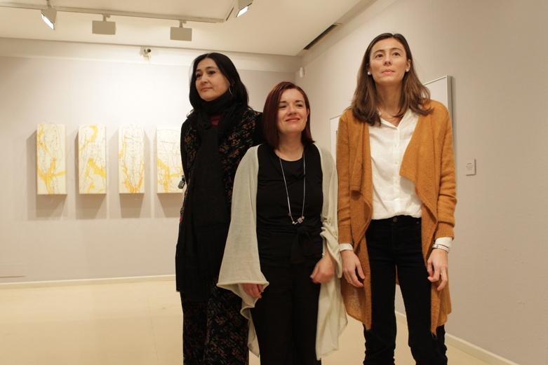 Yolanda Tabanera, Esther Pizarro y Mapi Rivera en Patio de la Infanta. Foto de Luis Correas.